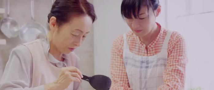 「子どものための料理」の第一人者である栄養士・料理研究家の今井 久美子先生(写真左)