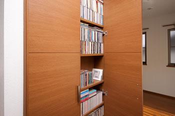 趣味の音楽CDを収納する棚を造り付け